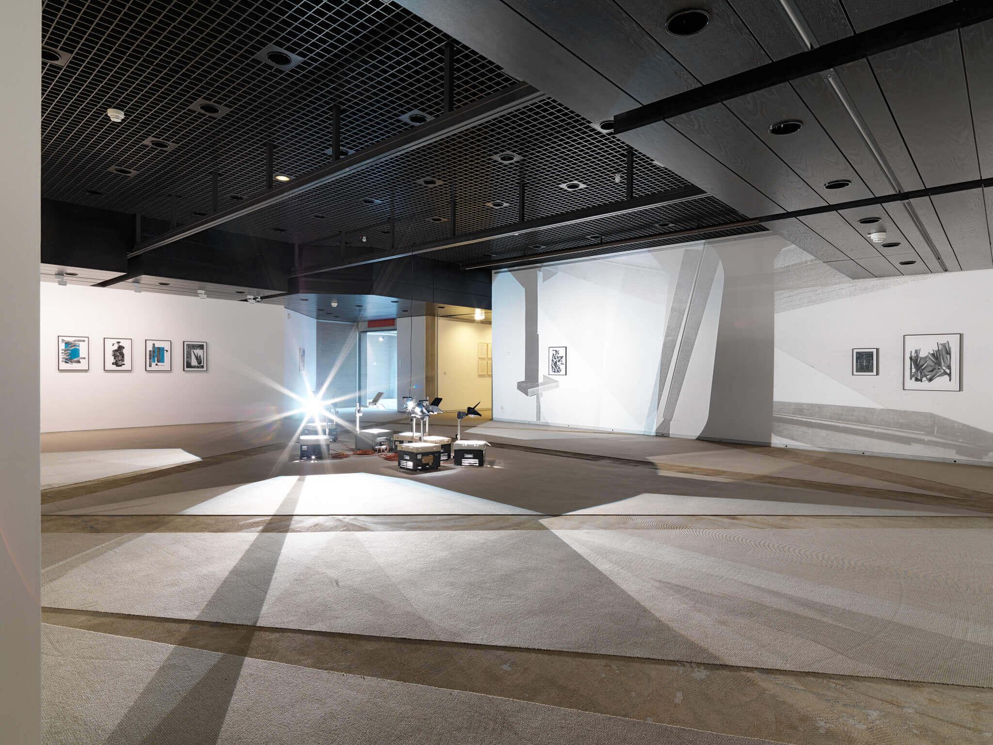 56_Frauke Dannert_Installation_Viermal Neues auf Papier_2015_Sprengel Museum Hannover